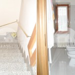 dreaminitaly_ID201_06_stairs_bathroom