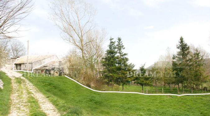 rustico in pietra con terreno in montagna